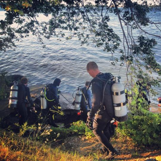 Watching as a group of divers enter the water for a Wednesday night dive. One of the tasks I had to check off my list as a divermaster intern was dive set up and management.