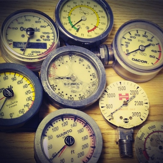 Just a handful of the cool retro gauges that we looked at and discussed in our Equipment Specialist course. Taking specialty courses to supplement your Divemaster training is a great way to bump up your knowledge or cover areas you may need some focus on.